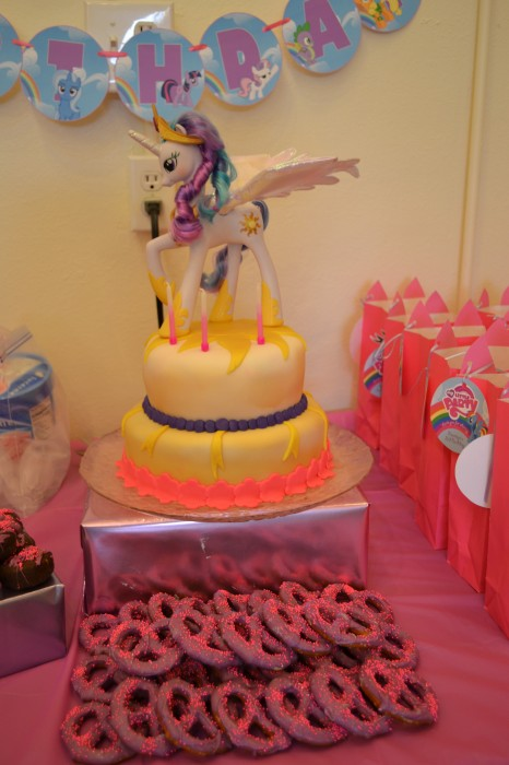Princess Celestia fondant cake, snacks and treat bags